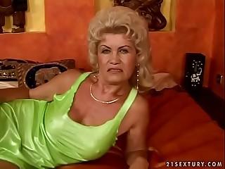 S/M granny Effie
