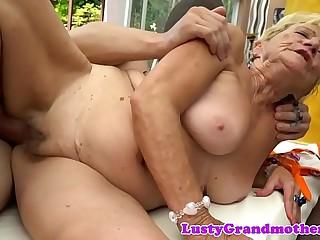 Chubby amateur grandma gets drilled