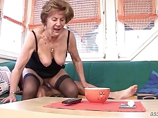 Granny sex mit MOM AND