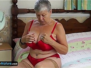 EuropeMature Granny Savana have to do it herself
