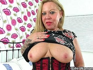 Over 60 yr old granny Camilla needs onanism