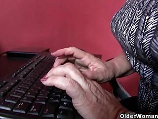 American grannies Lisa and Karen need to get off