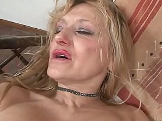 Light-haired granny masturbated with big dildo