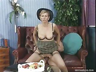 Horny Mummy Takes Impressive Anal Gaping