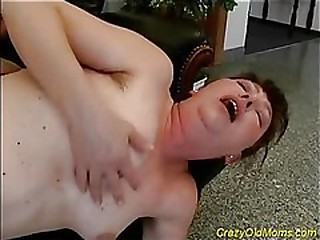 Blowjob with old mother