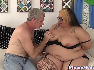 Spex big beautiful woman tittyfucked by old mans ramrod