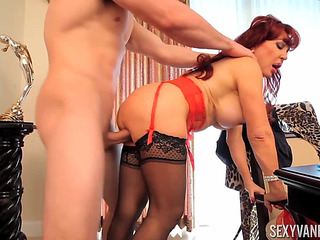 Older whore Hawt Vanessa getting screwed in bed fearsomefearsome PornDoe