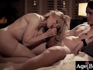 Old woman and a true legend of porn Nina Hartley fucked by younger guy Justin Hunt