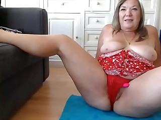 See more like her on: VEXCAMS.COM   My 60 year old aunt squirting