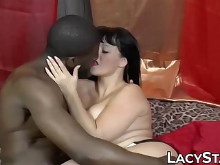 Mature babe turns photo session into interracial threesome